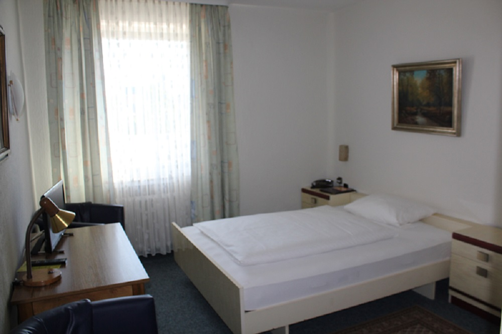 Zimmer for Bett 50 euro